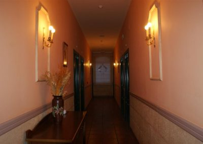 Hotel (Large)